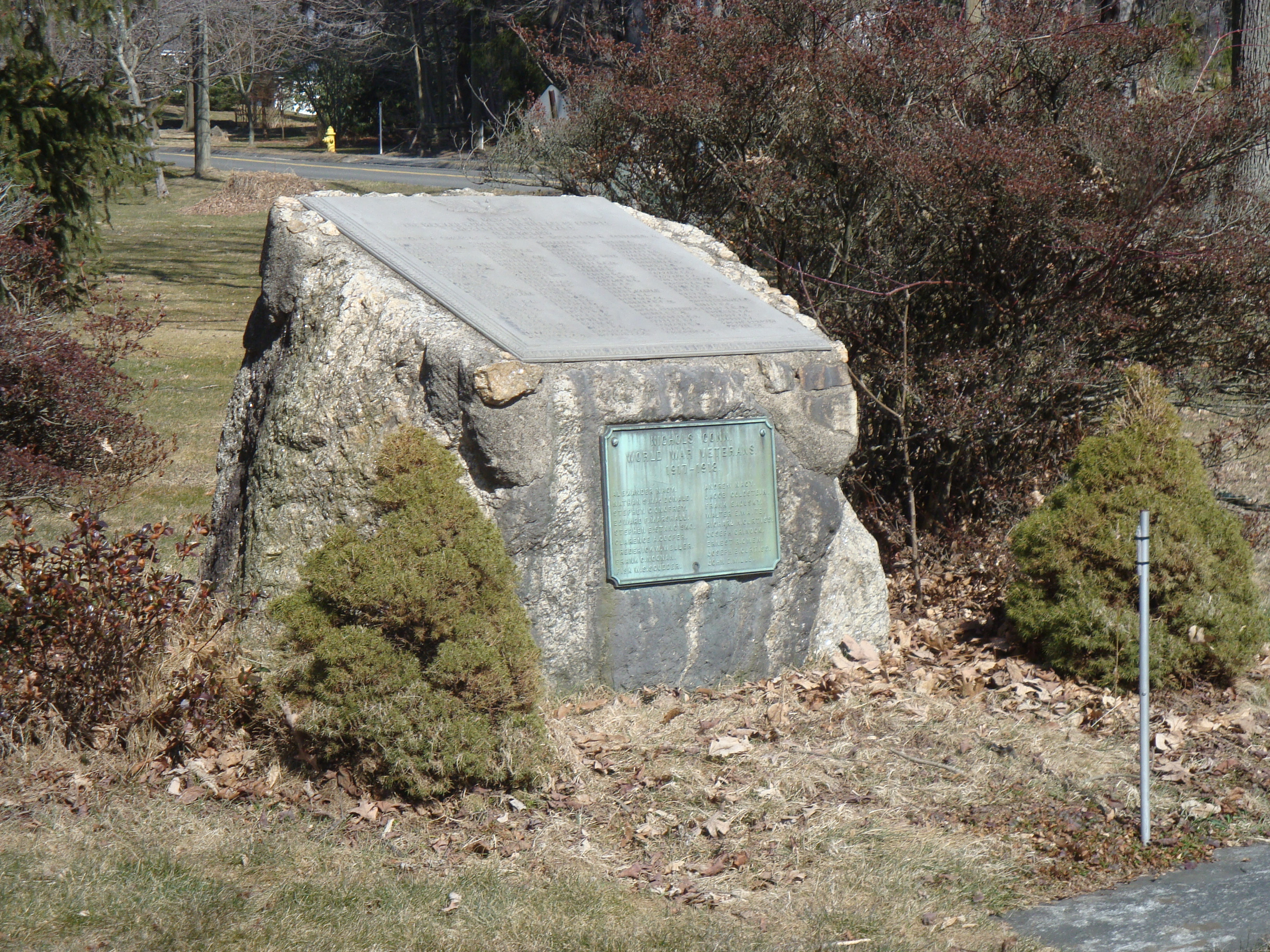 World Wars Monument, Nichols | CT Monuments.trumbull village